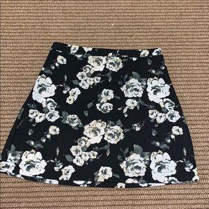 Size small flower pattern lush mini skirt